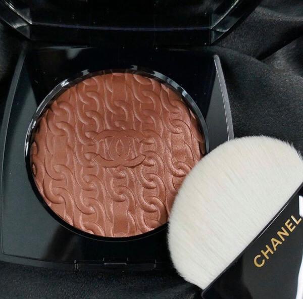 Les Chaines de Chanel Illuminating Blush Powder  (レ シェヌ ドゥ シャネル)
